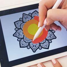 #procreate #ipad #mandala #video #art #creative #drawing #artist #drawingtips Digital Painting Tutorials, Digital Art Tutorial, Art Tutorials, Mandala Art Lesson, Mandala Drawing, Dibujos Zentangle Art, Cool Art Drawings, Drawing Ideas, Ipad Art