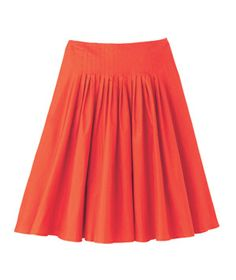 Flared SkirtA flouncy hem contrasted with a tapered waist gives the illusion of an hourglass.