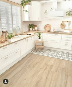 Credit to the owner. Kitchen Room Design, Home Room Design, Modern Kitchen Design, Home Decor Kitchen, Interior Design Kitchen, Home Kitchens, House Design, Kitchen Ideas, Minimal Kitchen