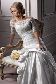 i like the fit of the dress in the torso and i also love the lace.