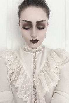 Good heavens, this is LOVELY. You are a stunning creature. (White lace gothy out… Good heavens, this is LOVELY. You are a stunning creature. (White lace gothy outfits + strong makeup = one of my stylistic faves! Gothic Makeup, Dark Makeup, Fantasy Makeup, Victorian Makeup, Makeup Inspo, Makeup Inspiration, Beauty Makeup, Eye Makeup, Halloween Kostüm