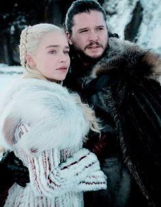 Jon Snow and Daenerys Targaryen in Got Season 8 episode 1 Game Of Thrones Drawings, Arte Game Of Thrones, Kit Harington, Emilia Clarke, Danyeres Targaryen, Dany And Jon, Kit And Emilia, Jon Snow And Daenerys, Game Of Thones