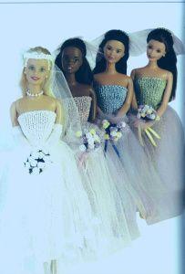 Tricoter une robe de mariée pour poupée mannequin