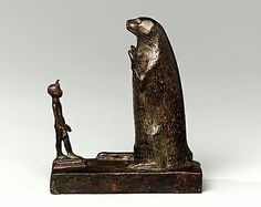 Egyptian Pharaoh worshiping the Great Otter! Parp!