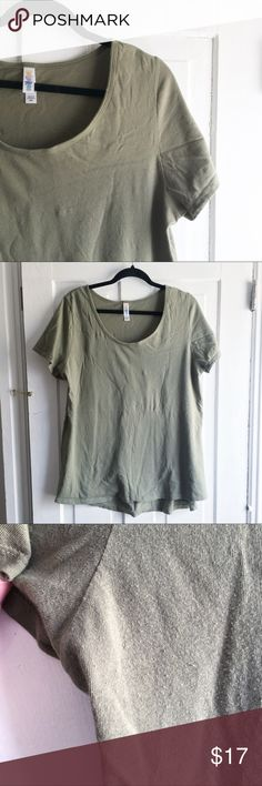 EUC LuLaRoe Classic Tee - Solid Mossy Green This listing is for one GUC LuLaRoe Classic Tee in a soft cotton-feeling polyblend. Solid missy green in color. Worn once and washed cold/gentle and hung to dry. No issues or damage other than some light fuzzing under the arm (see 3rd pic) from wear. Smoke-free home. Size 2XL on the LuLaRoe size chart (above) and true to size. LuLaRoe Tops Tees - Short Sleeve