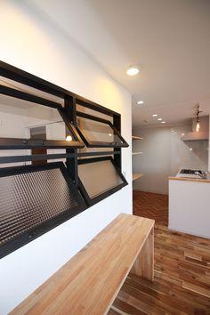 室内窓があるのとナイトで大分印象が変わりますよね。 #リノベーション#横浜リノベーション#室内窓#窓#リビング#ダイニングキッチン Laundry Room Design, Home Room Design, House Design, Interior Architecture, Interior Design, Natural Interior, Interior Windows, Kitchen Office, Window Styles