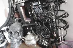 Amazing Gothic Glam dressing table *0*