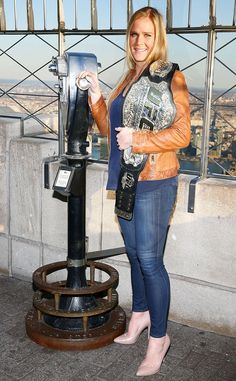 HOLLY HOLM The only woman to beat Ronda Rousey in a UFC match takes in the view from the top (of the Empire State Building) in NYC. Holly Holm, Ronda Rousey, Fashion News, Fashion Trends, Big Picture, Hottest Photos, Empire State Building, Celebrity Style