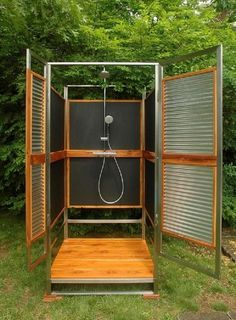 Garden shower privacy screen – Looking for ideas for an outdoor shower? Outdoor Shower Enclosure, Pool Shower, Garden Shower, Camp Shower, Diy Shower, Shower Door, Shower Faucet, Portable Outdoor Shower, Outdoor Pool