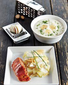 Kananmunakastike, perunat ja savukala