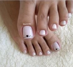 Semi-permanent varnish, false nails, patches: which manicure to choose? - My Nails Pedicure Designs, Pedicure Nail Art, Toe Nail Designs, Pedicure Ideas, Pretty Toe Nails, Cute Toe Nails, My Nails, Toe Nail Color, Toe Nail Art