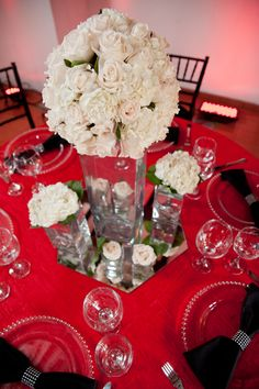 Table decoration in white