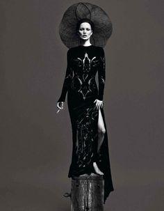 Kate-Moss-&-Saskia-De-Brauw-04