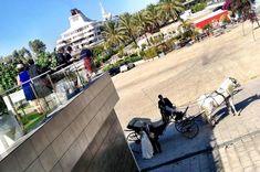 Llegada en coche de caballos a Restaurante Muelle 21 #bodas #organizaciondebodas #sevilla #wedding #weddingplanners Boat Dock, Restaurant, Horses