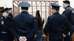 Басманный суд Москвы в понедельник повторно арестовал троих обвиняемых по делу об убийстве оппозиционного политика Бориса Немцова. Все трое отрицают причастность к преступлению.
