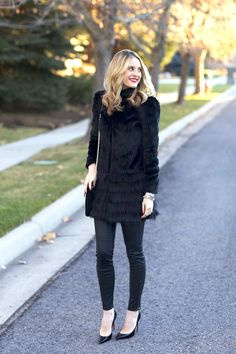 Black and Furry New Outfits, Stylish Outfits, Fashion Drug, Women's Fashion, Cool Style, My Style, Outfit Posts, Outfit Ideas, Autumn Winter Fashion