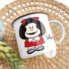 """49 Me gusta, 2 comentarios - Sol DecoHogar (@soldecohogar) en Instagram: """"A Silvana le encanta Mafalda 😍  y este enlozado llegó a Viña del Mar a sorprenderla para su…"""" Mugs, Tableware, Instagram, Sun, Dinnerware, Cups, Tumbler, Dishes, Mug"""