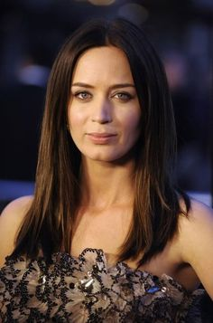 Emily Blunt, I think I have a winner for Penelope Featherington!