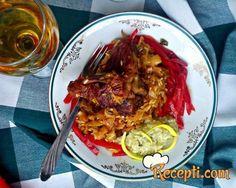 Recept za Podvarak sa integralnim pirinčem. Za spremanje ovog jela neophodno je pripremiti meso, slaninu, kupus, pirinač, beli luk, ljute peprike, kim, lovor.