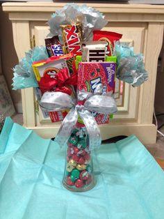 Candy arrangements Ms Bingles Vintage Christmas: Homemade Holiday g Candy Arrangements, Candy Centerpieces, Candy Gift Baskets, Raffle Baskets, Homemade Gifts, Diy Gifts, Valentine Gifts, Holiday Gifts, Santa Gifts