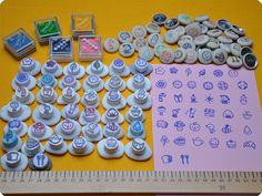 Memi The Rainbow: Hand-stamped fabric covered buttons! Fabric Covered Button, Covered Buttons, Make Your Own Stamp, Eraser Stamp, Stamp Carving, Fabric Stamping, Mark Making, Papers Co, Design Crafts
