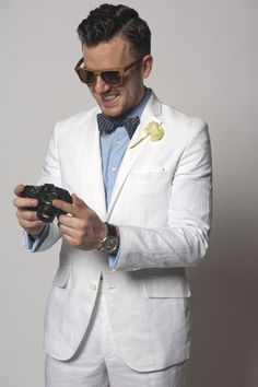 White suit for men mens summer fashion white linen suit mens bow tie mens wedding fashion what to wear to a summer wedding for men grooms style guide Summer Wedding Suits, Wedding Men, Wedding Styles, Trendy Wedding, Wedding White, Wedding Ideas, Summer Suits, Mens White Suit, White Linen Suit