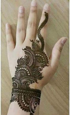 Mehndi Design Girls which is for especially for the younger girls and for this Festive Season and for also the wedding season. These are the best Mehndi Design Girls. Mehndi is an important part of our Culture. Henna Hand Designs, Simple Arabic Mehndi Designs, Mehndi Designs 2018, Mehndi Designs For Girls, Beautiful Mehndi Design, Henna Tattoo Designs, Tattoo Ideas, Hena Designs, Arabic Design