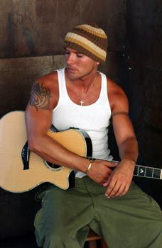 Matt Goss..yes the delicious twin of the ever hawt Luke Goss...oh my its hot in here..nah its just me!