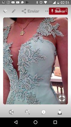 Nas provas ele já estava de tirar o fôlego! Gala Dresses, Dress Outfits, Fashion Dresses, Elegant Dresses, Beautiful Dresses, Formal Dresses, Wedding Dresses, Luxury Dress, Dream Dress