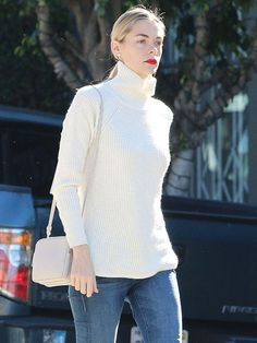 eedd0189bd Jaime King Gives Her Turtleneck a Cool and Casual Vibe