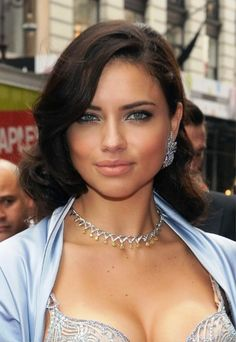 medium length hair for women with round face
