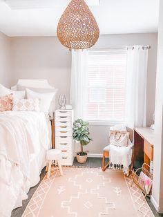 College Bedroom Decor, College Room, Room Ideas Bedroom, Small Room Bedroom, Small Rooms, Dorm Room Themes, Pink Dorm Rooms, Decor Room, Bedroom Inspo