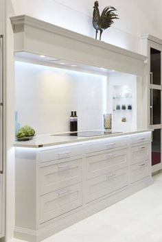 Stylish 20 Elegant Kitchen Design With Contemporary Kitchen Features You Can Try Open Plan Kitchen Diner, Open Plan Kitchen Living Room, Kitchen Design Open, Contemporary Kitchen Design, Interior Design Kitchen, Updated Kitchen, Elegant Kitchens, Luxury Kitchens, Home Kitchens