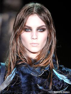 The 12 Sexiest New Fall Makeup Trends - - We've taken 12 traditional makeup looks—red lips, smoky eyes, neutral shadow, and more—and put a sexy spin on them for fall. Let the cozying up begin. Bronze Smokey Eye, Purple Smokey Eye, Smoky Eye, Summer Makeup Looks, Spring Makeup, Make Up Looks, Runway Makeup, Eye Makeup, Makeup Trends