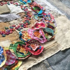 Creative Embroidery, Embroidery Art, Textiles, Sewing Art, Sewing Ideas, Sewing Projects, Hand Sewing, Fabric Journals, Art Journals