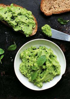 Pasta z zielonego groszku i fety Bastilla, Pasta, Avocado Toast, Side Dishes, Salads, Recipies, Food And Drink, Vegan, Cooking