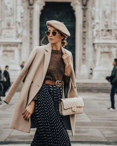 How to wear a beret like a Parisian. How to wear a polka dot skirt, beret and a coat for a chic look. How to rock the Parisian style. French Fashion, Look Fashion, Street Fashion, Fashion Clothes, Fashion Outfits, Disney Fashion, Fashion Hats, Ladies Fashion, Skirt Fashion