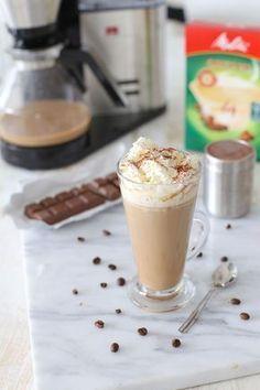 Chocokoffie, super lekker en simpel! Latte Macchiato, Yummy Drinks, Healthy Drinks, Yummy Food, Smoothie Drinks, Fruit Smoothies, Healthy Smoothies, Barista, Gross Food