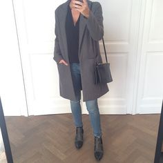 On sort les manteaux #ootd#coat#theory#bash#jeans#boots#aninebing#celine#triobag #Padgram