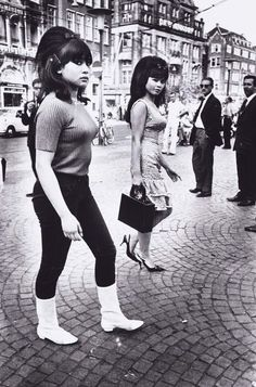 Big hair - Indonesian girls in Amsterdam photographed by Ed van der Elsken Vintage Photography, Street Photography, Bw Photography, 1960s Fashion, Vintage Fashion, Big Hair Dont Care, Indonesian Girls, Our Lady, Asian Woman