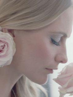 Poppy Delevingne per Jo Malone: il video in anteprima di The Blossom Ball