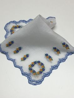 Vintage Linen Handkerchief, Vintage White Handkerchief with Floral Wreaths, Embroidered Hanky