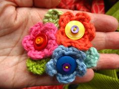 Flower brooch patter! Attic 23.