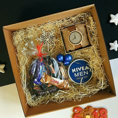 Gifts for boyfriend christmas men Trendy Ideas Homemade Gift Boxes, Diy Gift Box, Inexpensive Christmas Gifts, Diy Christmas Presents, Boyfriend Gift Basket, Diy Gifts For Boyfriend, Movie Night Gift Basket, Diy Cadeau, Birthday Gifts For Husband