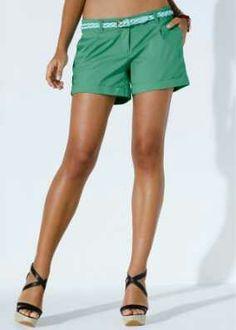 d4e5ea672b7 Groen broekje met wit riempje