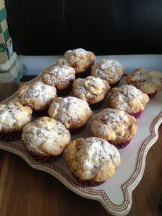 Schoko-Nuss-Muffins mit Streusel Muffins, Baked Potato, Potatoes, Bread, Breakfast, Ethnic Recipes, Food, Sprinkles, Bakken