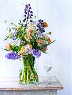 Straußrezept: Mit Frühlingsblumen strahlt die Sonne auf dem Tisch Tollwasblumenmachen.de