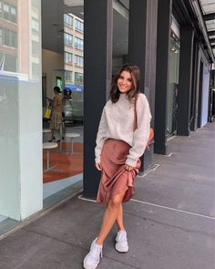 34 Women's White Sneakers Outfit Ideas for Spring Street Style Outfits, Mode Outfits, Trendy Outfits, Fashion Outfits, Womens Fashion, Fashion Hacks, Spring Street Style, Fashion Essentials, Fashion Bloggers