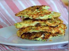Bacon and Green Onion Zucchini Pancakes. I added shredded gouda. Bacon Zucchini, Zucchini Pancakes, Zucchini Breakfast, Paleo Pancakes, Shredded Zucchini, Atkins Recipes, Low Carb Recipes, Cooking Recipes, Low Carb Breakfast