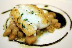 Restaurante Sandó by Arzak Instructions - Merluza con aceite de chipirones y cebollino (Más en: www.comerconlosojos.com)